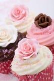 婚姻的杯形蛋糕 免版税库存照片