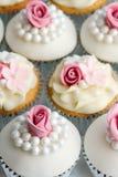 婚姻的杯形蛋糕 免版税库存图片