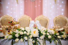 婚姻的美丽的装饰的婚姻的餐馆 庆祝的五颜六色的装饰 秀丽新娘内部 图库摄影