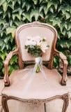 婚姻的鞋子女傧相婚礼那天装饰古色古香的艺术 库存图片