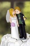 婚姻蛋糕的玩偶 免版税库存图片
