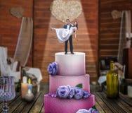 婚宴喜饼、新娘和新郎,结婚提议 免版税库存照片
