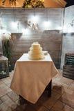 婚宴喜饼三地板外面在晚上 免版税图库摄影