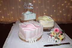 婚宴喜饼现代法国花梢设计 免版税库存照片