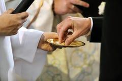 婚戒交换 免版税库存照片