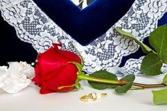 婚戒和玫瑰4 库存图片