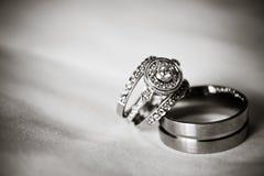 婚戒(黑色&白色) 免版税库存图片