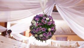 婚礼与花的装饰花束 免版税图库摄影
