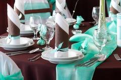 婚礼与装饰的桌集合的罚款用餐或另一个承办宴席的事件 库存图片