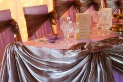 婚礼与装饰的桌集合的罚款用餐或另一个承办宴席的事件 图库摄影