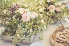 婚礼在土气样式的桌设置 库存照片