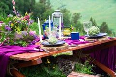 婚礼在土气样式装饰的桌设置 婚礼inspira 库存照片