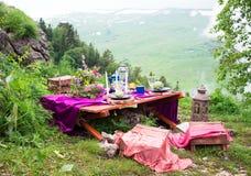 婚礼在土气样式装饰的桌设置 婚礼inspira 免版税库存照片