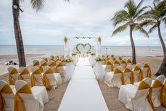婚礼在海滩的设定细节 免版税库存图片