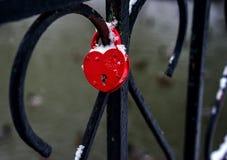 婚礼城堡在桥梁的心脏形状 库存照片