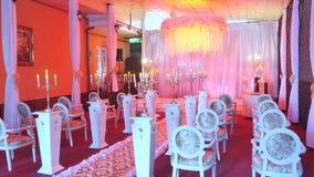 婚礼大厅装饰的内部准备好客人 仪式和婚礼的美好的室 新娘概念礼服婚姻纵向的台阶 豪华 影视素材