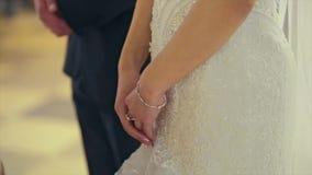 婚礼夫妇、新娘和新郎手 股票录像