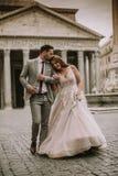 婚礼夫妇在罗马,意大利 图库摄影