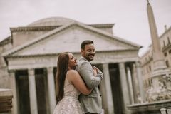 婚礼夫妇在罗马,意大利 库存图片