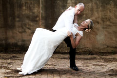 婚礼夫妇跳舞 免版税库存照片