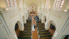 婚礼夫妇输入教会 影视素材
