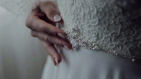 婚礼女傧相礼服的细节 股票录像