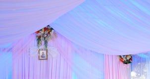 婚礼帐篷装饰的内部准备好客人 股票视频