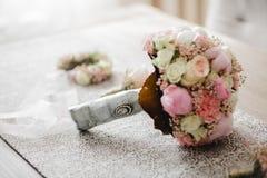 婚礼开花新娘花束 免版税库存照片