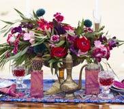婚礼摩洛哥窗框的桌安排 库存图片