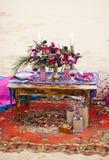 婚礼摩洛哥窗框的桌安排 库存照片
