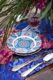 婚礼摩洛哥窗框的桌安排 免版税库存图片