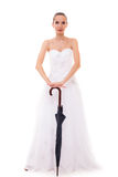 婚礼服的全长新娘拿着伞 免版税库存图片