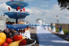 婚礼桌用新鲜水果 免版税库存照片