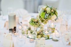 婚礼桌的安排 免版税库存图片