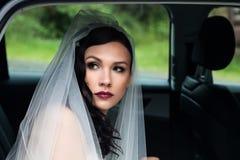 婚礼汽车的新娘 库存图片