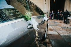 婚礼汽车装饰品 免版税库存照片