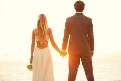 婚礼海滩室外在白天 免版税图库摄影