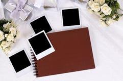 结婚礼物和象册 免版税库存照片