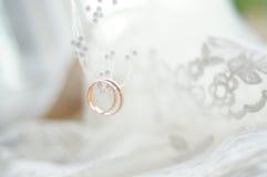 婚礼的接近的金戒指 图库摄影