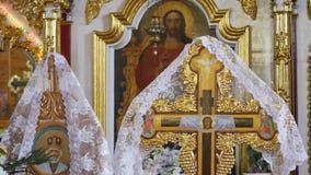 婚礼的教会属性 金冠在法坛 教会教士内部属性  股票视频