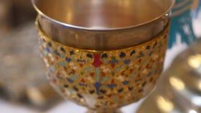 婚礼的教会属性 金冠在法坛 教士属性  股票录像