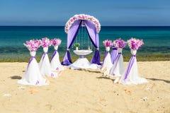 婚礼的装饰在海洋 免版税库存照片