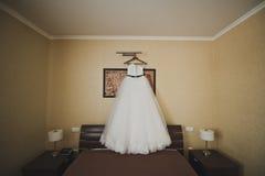 婚礼礼服在翼3311等待 免版税库存图片