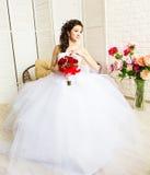 婚礼礼服的,演播室射击年轻新娘 免版税库存图片