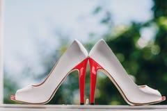 婚礼穿上鞋子HD 库存图片