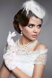 婚礼美丽的减速火箭的妇女新娘画象  深色的夫人我 库存图片