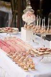 婚礼聚会的点心桌 免版税图库摄影