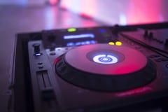 婚礼聚会的DJ节目播音员 免版税库存图片