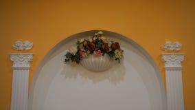 婚礼花曲拱装饰 用花装饰的婚礼曲拱,婚礼内部,仪式,婚礼曲拱,花 影视素材