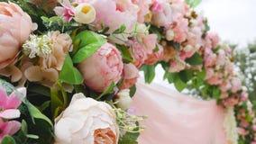 婚礼花曲拱装饰 用花装饰的婚礼曲拱 影视素材